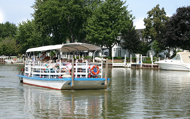 Vermilion River Scenic Cruises on the Mystic Belle